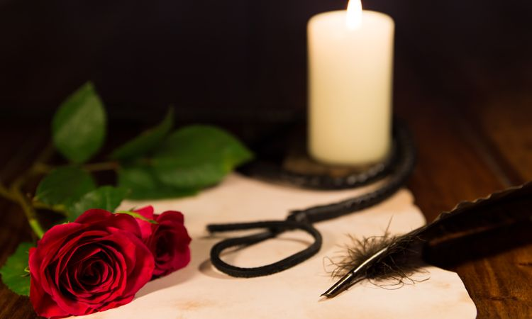 candle feature rose whip