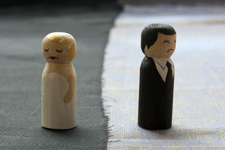 divorced wooden figures