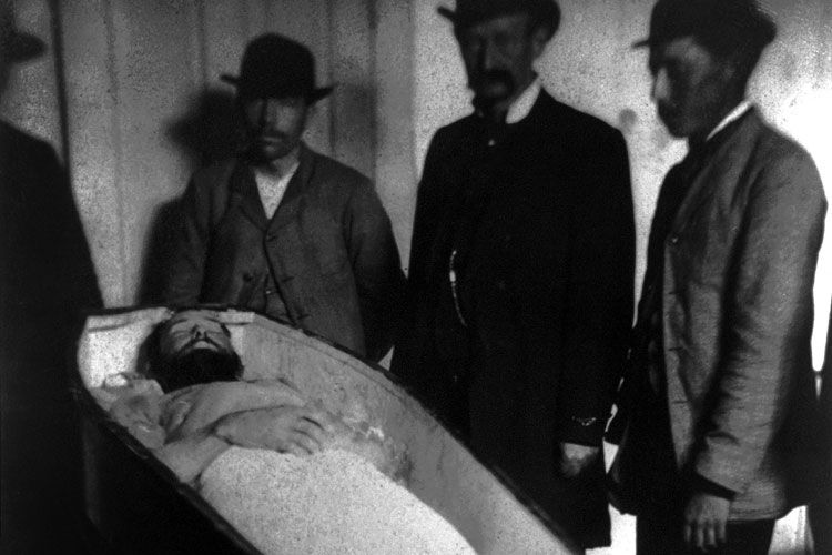 jesse james burial in 1882
