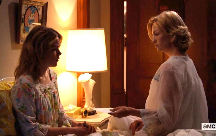 mad men betty handing sally letter