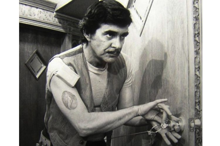 pat harrington as schneider on one day at a time
