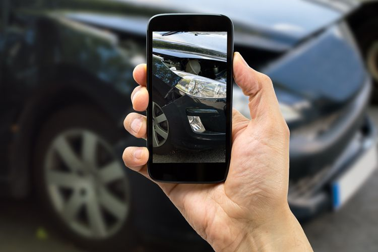 take photos of car accident