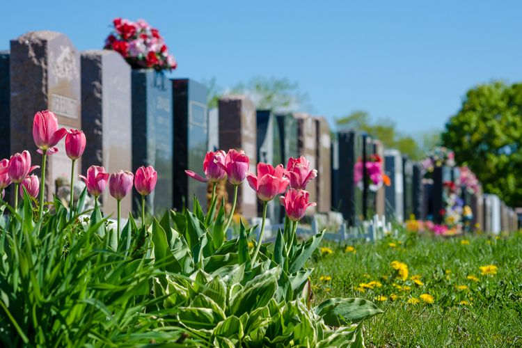 Creative Seasonal And Personal Ways To Decorate Headstones Everplans
