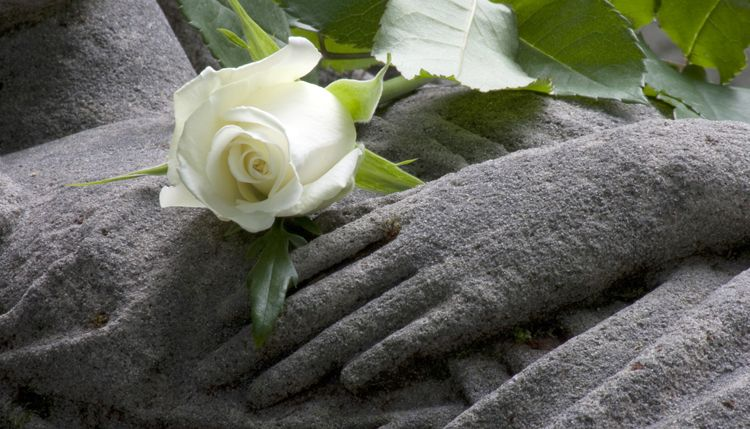 7 Helpful Funeral Etiquette Tips For The Bereaved | Everplans