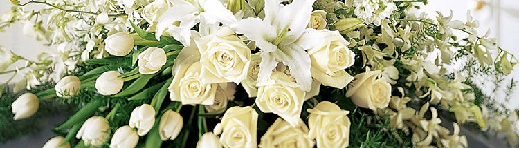 Guide purchasing funeral flowers everplans traditional funeral flower arrangements include solutioingenieria Image collections